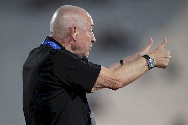 شفر مقابل تیم بهترین مربی ماه لیگ قطر