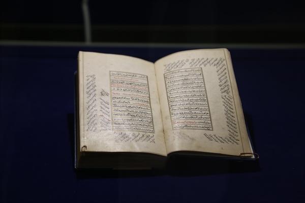 کتاب مفتاح الفلاح در موزه کتابخانه اختصاصی مجموعه نیاوران به نمایش در آمد